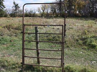 4  WAlK THROUGH GATE