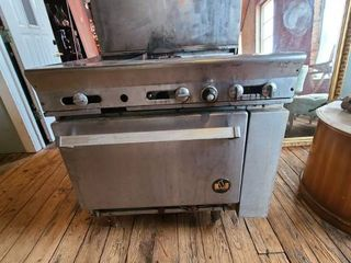 4 Burner Saute   Flat top Combo with Oven ATTENTION All lOTS BEYOND THIS POINT HAVE A SEPARATE PICKUP lOCATION AND DATE