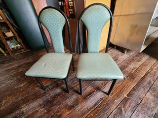 lot of  8  chairs ATTENTION All lOTS BEYOND THIS POINT HAVE A SEPARATE PICKUP lOCATION AND DATE