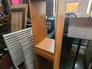 6 ft bookcase  ATTENTION All lOTS BEYOND THIS POINT HAVE A SEPARATE PICKUP lOCATION AND DATE
