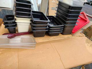 lot of 24 plastic pans   7 lids
