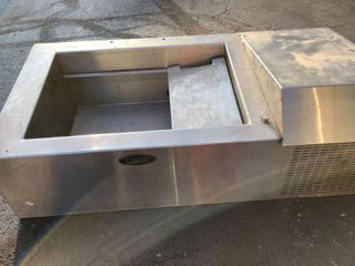 Randell tabletop refrigerated cold well model   CR9039