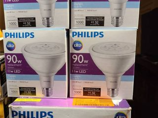 lot of  7  lED Phillips replacement bulbs