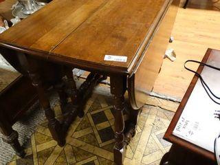 Gate leg wood drop leaf table