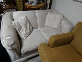 White love Seat with 2 Matching Throw Pillows