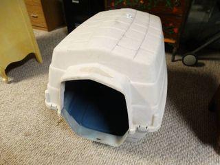 Plastic dog Kennel   Missing front Gate