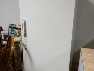 Upright freezer  19 3 cu ft