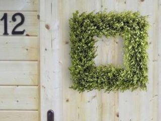 Plastic Spring Boxwood Square Wreath 16    16 Inches