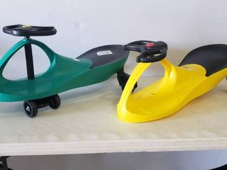 30in X 16in X 11in Twist And Turn Green Scooter And Bonus Yellow Scooter Without Front Wheels