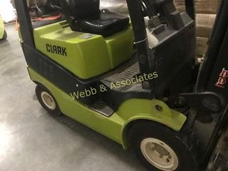 Clark forklift located at Stilwell  Kansas