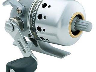 Daiwa Minicast MC40  4 1  Gear Ratio  BU Bearings  16 10  Retrieve Rate  Right Hand Silver