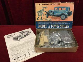 1950s Hubley Metal Kit Model A Town Sedan   Note