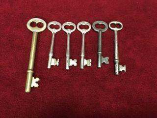 6 Vintage   Antique Skeleton Keys