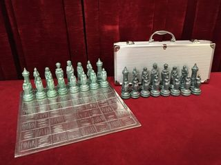 Chest Set w  Cast Aluminum 13 5  x 13 5  Board