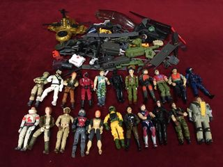 22 4  Action Figures w  Accessory Pieces