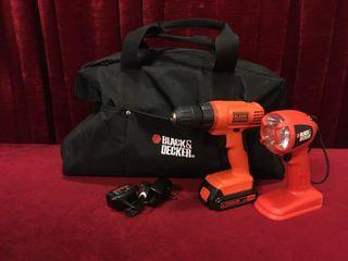 B D 20V lithium Drill   Flashlight Set w  Tool Bag