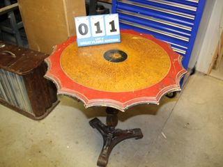 Vintage Scalloped Top End Table