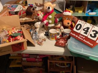 lot of Assorted Christmas Decorations   Items