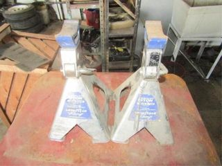 2 Goodyear 6 ton Jack Stands