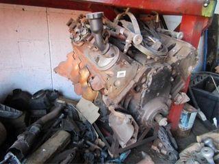 Chevy lS1 Motor   Contents below bench