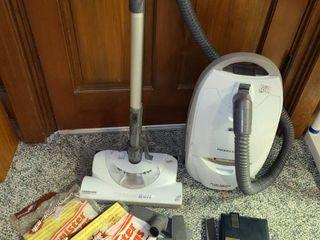 Kenmore Whisper Belt Vacuum  360Swivel  All Floors  12 AMPS