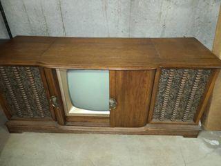 RETRO Console T V  and Stereo 28 x 66 x 21