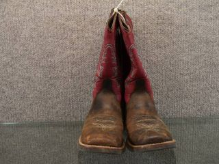 Justin Cowboy Boots   Size 3   leather with Rubber Sole