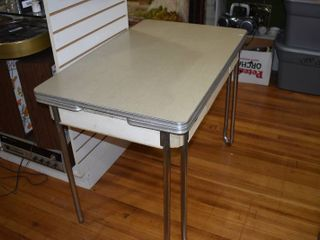 Vintage 1960 s Mid Century Retro Dining Table with Slide Out leaves and Drawer   40  x 25   Not Extended    lOCAl PICKUP ONlY