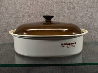 Magnawave Microwave Roaster Pan with a Amber Pyrex lid  F 14 C    13 75  W x 6 25  T