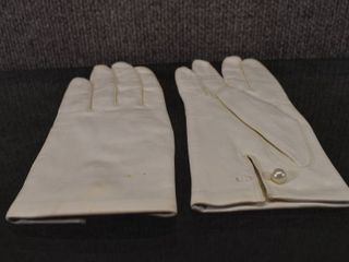 Vintage Women s leather Gloves   Made in Italy   Pearl Buttons   Size 7 1 2