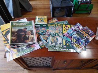 lot of 9 Green Bay Packers Calendars  Folders  Card   Calendars 1997  1998  2000