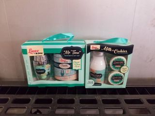 2 GIFT SETS OF lUXE MR BUBBlE ME TIME SWEET AND ClEAN SCENT AND MIlK AND COOKIES SWEET AND ClEAN SCENT