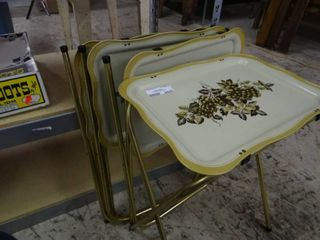 Set of 4 Vintage Metal TV Trays  Great Condition