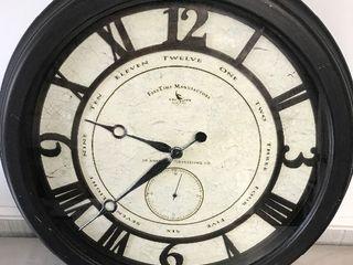 Very nice unique 24 inch wall clock