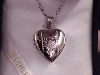 STERlING SIlVER lOCKET WITH 18  CHAIN