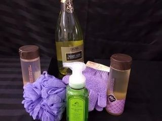 HAND SOAP AND BODY WASH GIFT PACK