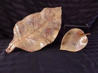 SET OF TWO lEAF SHAPED PlATTERS CREATED BY KEllY