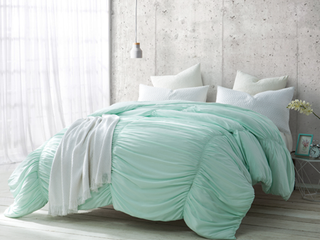 BYB Hint of Mint Waves Handcrafted Series Comforter  Shams Not Included  Retail 109 99