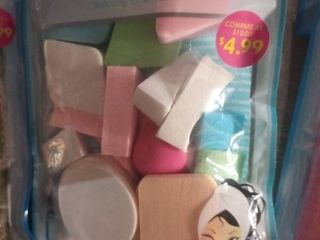Cosmetic Sponges 25 Count Including One Blender   Sealed