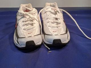 pair Nike shoes size 6 and 1 2