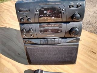 GPS sing along karaoke party machine has radio and other function CD plugged in comes on mic works