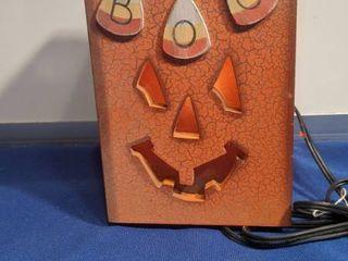Jack O lantern box lights up