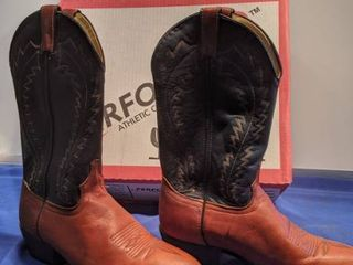 laredo Western boots size 8 and 1 2 d in box like new