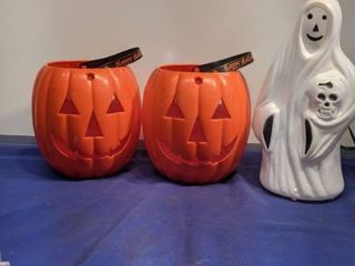 two pumpkins that lights up needs batteries and ghost untested