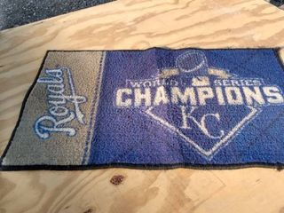 18 in x 29 in world series champions KC royals rug needs cleaned