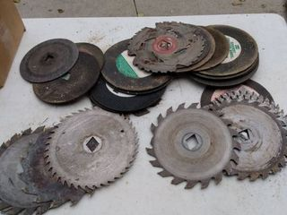 box of miscellaneous saw blades and cutting wheels