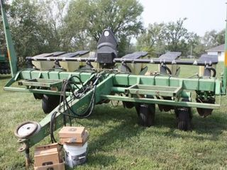 JD 7200 Max Emerge 2 6 Row Drill