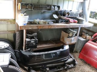 lARGE GROUP OF ASSORTED CAR PARTS  GRIllS  WINDOWS