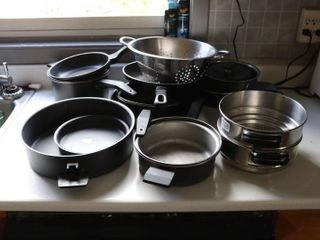 GROUP OF COOKWARE
