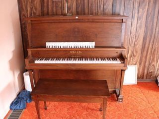 W  BEll AND CO  PIANO AND STOOl 57 X 26  X 52